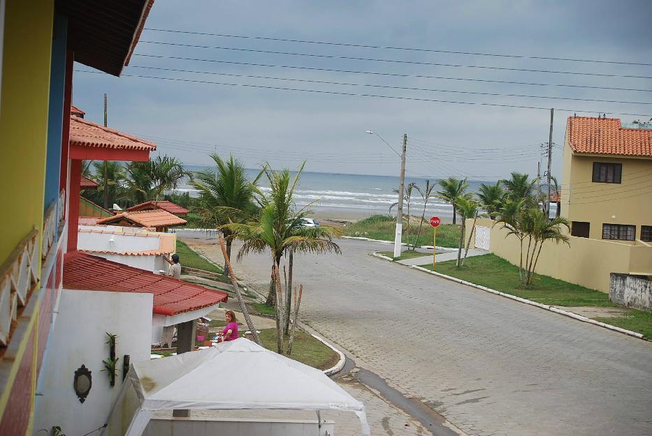 Casa beira mar com sacada para praia e quintal c/ churrasqueira