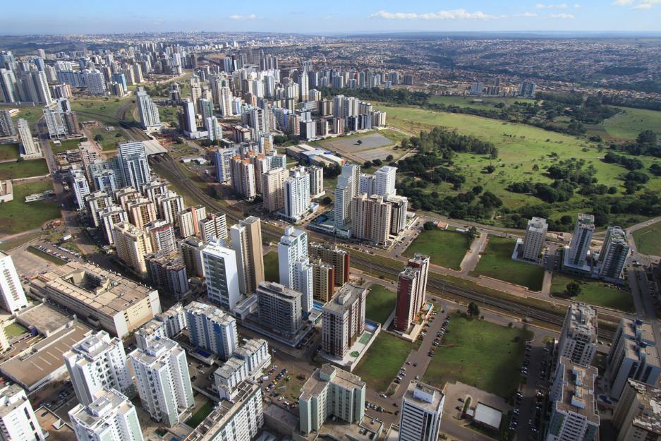 TÉRREO   Lojas diferenciadas com pé direito duplo com 5,25m, APROVEITE COM 79 METROS
