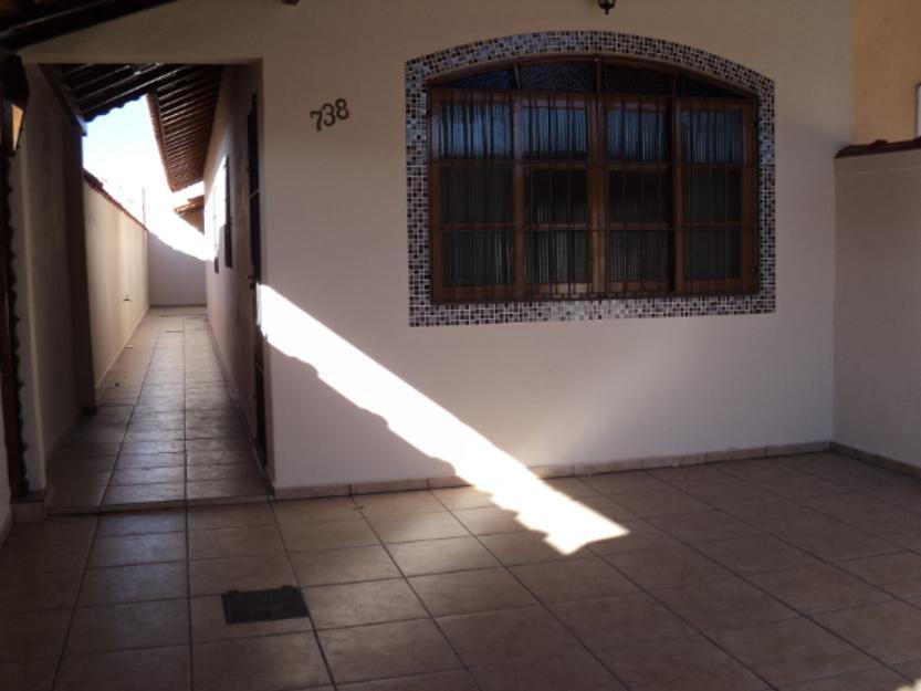 Casa 02 dormitórios no Bal. Maracanã