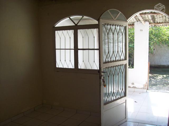 Casa grande em rua tranguila 2 quartos quintal