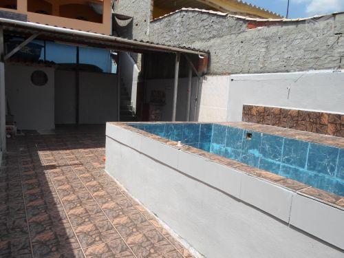 Casa quintal pequeno piscina garagem brick7 propriedade for Precio de piscinas de cemento
