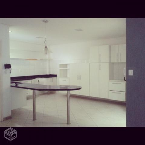 Casa Cond. Fechado - 4 quartos (3 suítes)