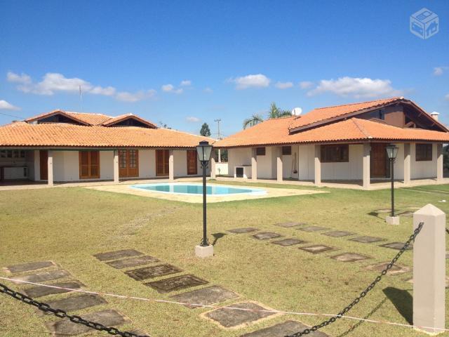 Excelente casa com piscina local calmo e tranquilo