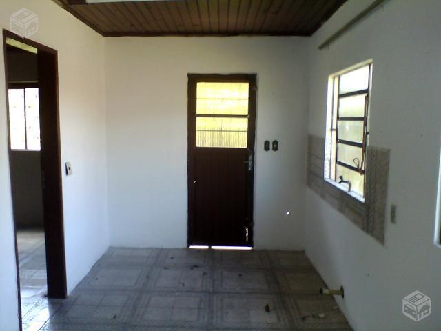 Ótima Casa de 2 Dormitórios em Terreno Inteiro