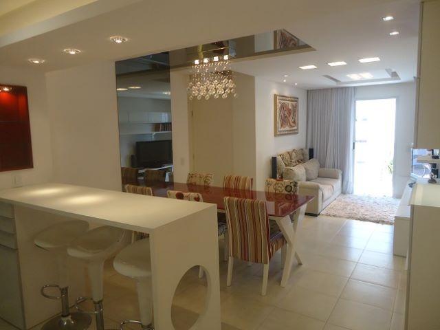 Lindo Apartamento Novo, Decorado, de 2 Dormitórios (suíte), 2 garagens Centro de Floripa