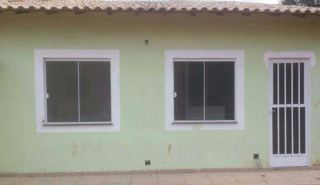 Casa térrea com quintal-ao lado da Dutra-Nova Igua