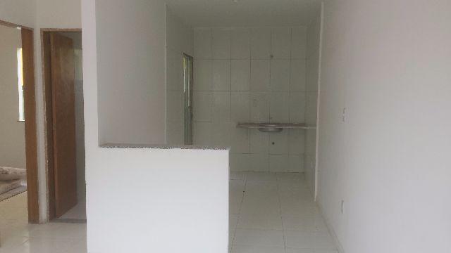 Casa linear,com quintal,2 quartos,2 vagas,espaçosa,Dutra