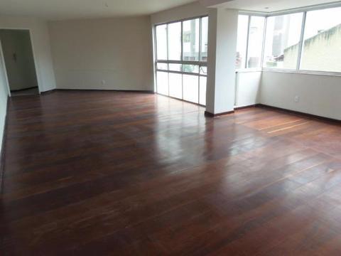 Apartamento nas Graças 4 qts sendo 1 suíte 2 vagas de garagem cobertas e 180m² armários em